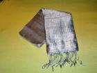 Silketørklæde . Lys grå.